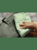 Как постирать кожаную сумку: советы новичкам